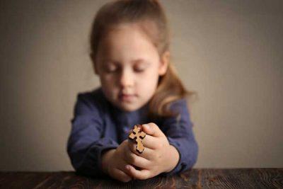 christian girl praying